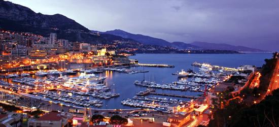 Affacciato sul porto di Monaco