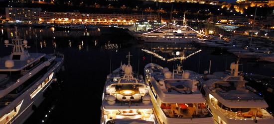 Porto di Monaco alla notte