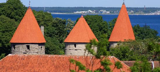 Torri di vigilanza medioevale in mattonelle rosse, Estonia