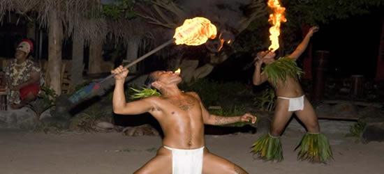 Danza tradizionale del fuoco, Tahiti