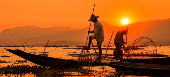 Pescadores en la puesta del sol, Myanmar