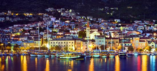 Colpo di notte del porto di Makarska
