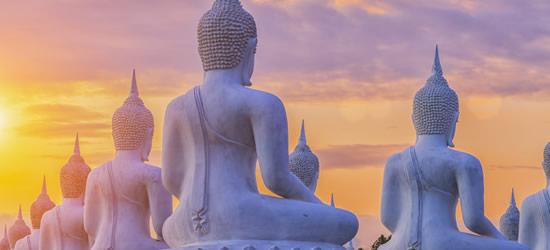 Statue del Buddha al tramonto