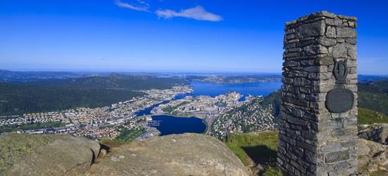 Vista panoramica di Bergen, fiordi e il mare