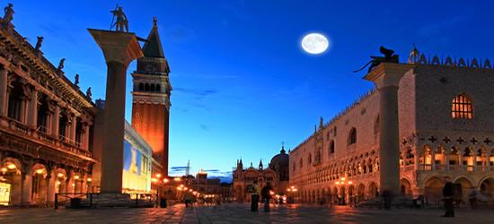 Luna piena a Piazza San Marco, Venezia